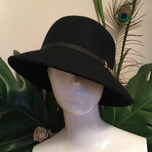 Accessories - Elegant hat